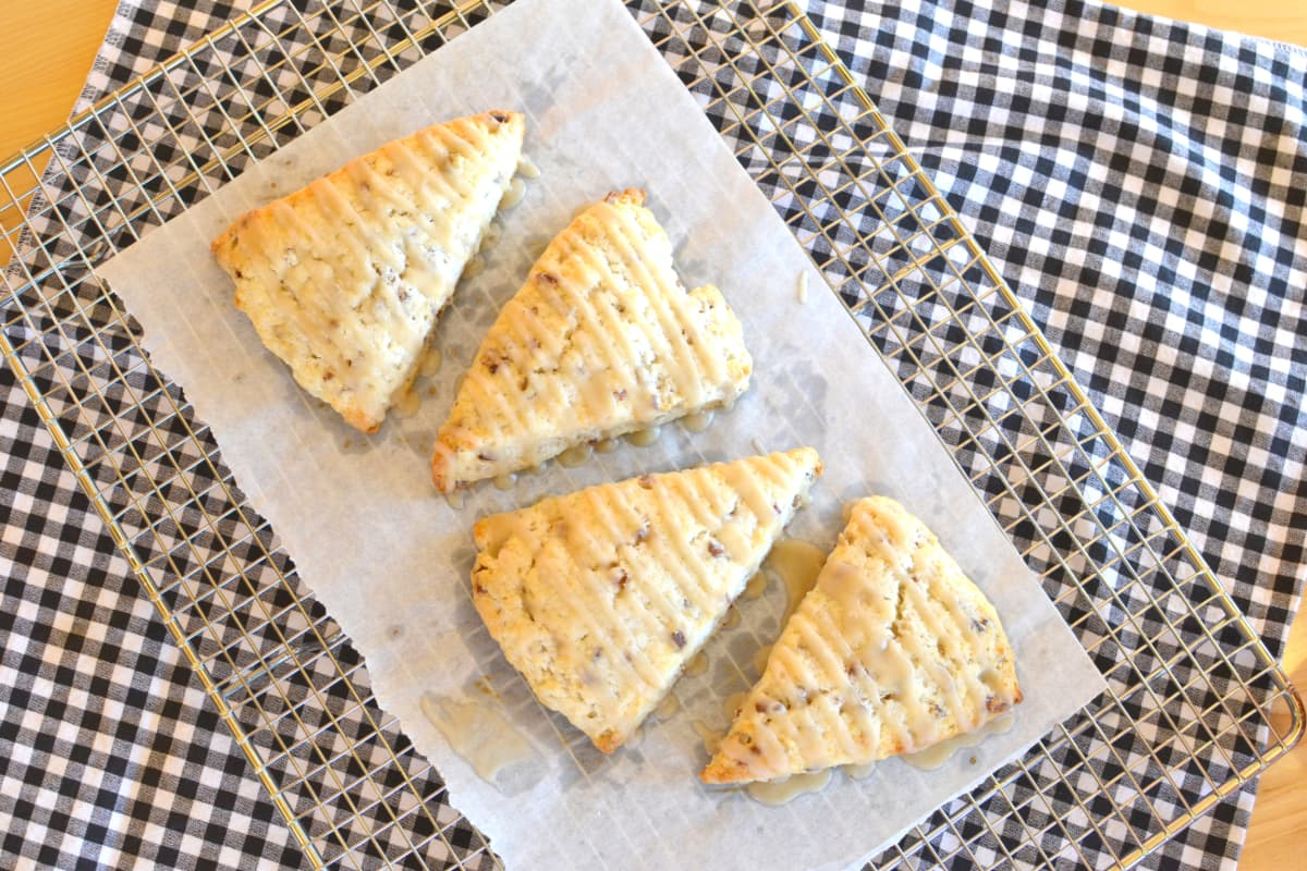 Four scones sitting on a cooling rack
